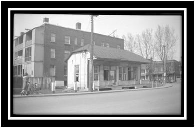 Angle du pont Turcotte et rue Du Roi Poste de police provincial Col Blaise Marchand 1946 ANQ