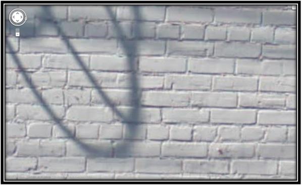 L'entrepôt et la maison sont d'appareil américain, ou appareil commun, consiste à poser une rangée de boutisses à toutes les quatre ou cinq rangées de panneresses. Cet appareil était très souvent utilisé pendant la seconde moitié du dix-neuvième siècle. L'observateur se rendra parfois compte qu'on a utilisé l'appareil en panneresses pour la façade d'un immeuble et l'appareil américain pour l'arrière et les côtés.