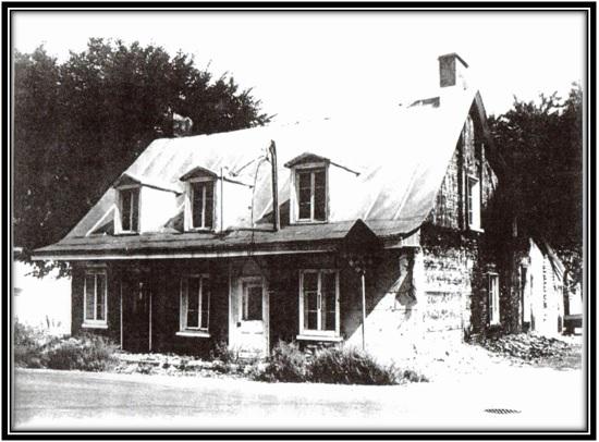 Cette maison a été construite en 1814. Se trouvait sur le Boulevard Fiset Collection Journal La Voix Métropolitaine 1986 Bibliothèque de Sorel