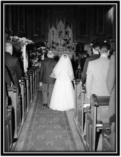 L'arrivée de la mariée et son père à l'église Ste-Anne-de-Sorel
