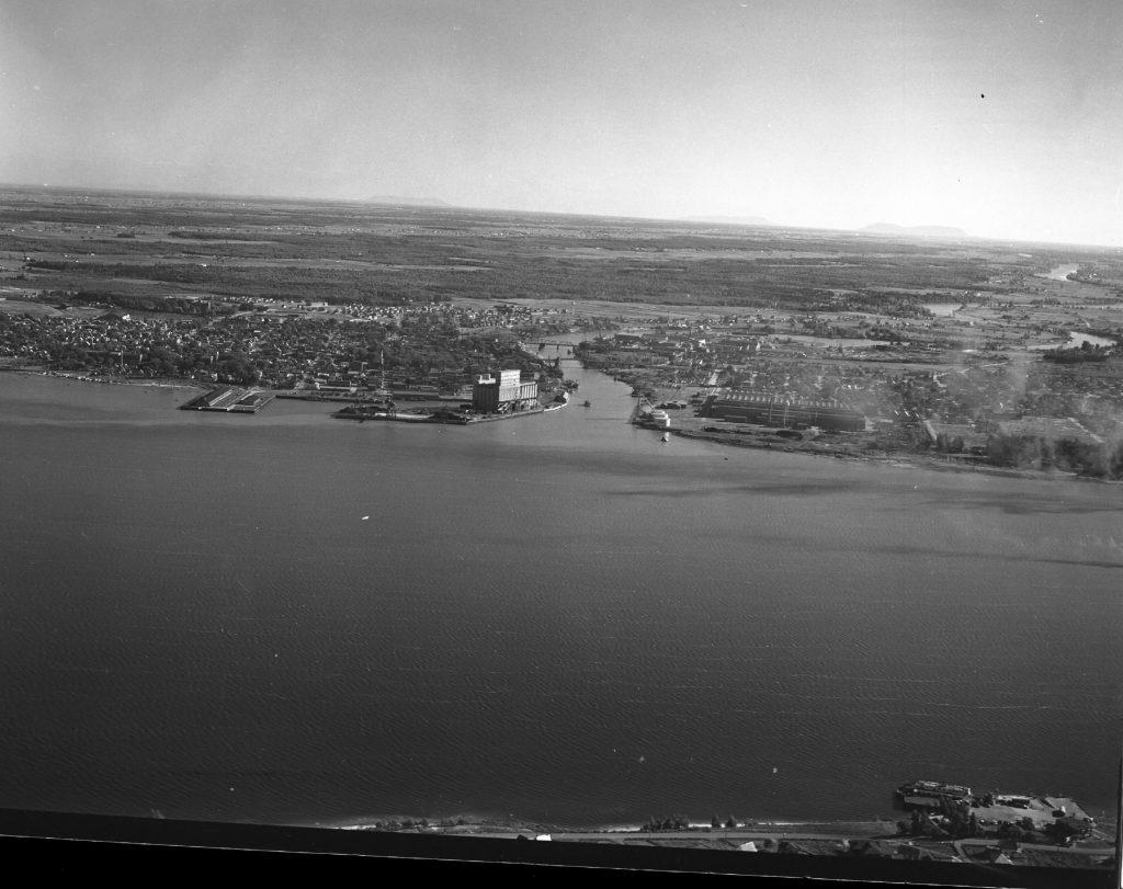 Les bateaux blancs sur la Rivière Richelieu