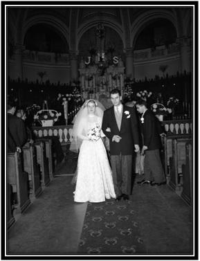 Sortie des mariés de l'Église Notre-Dame-de-Sorel.
