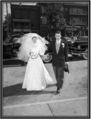 La rentrée à l'église Notre-Dame-de-Sorel  Alberte Simard et Jean Racine nouveaux mariés.