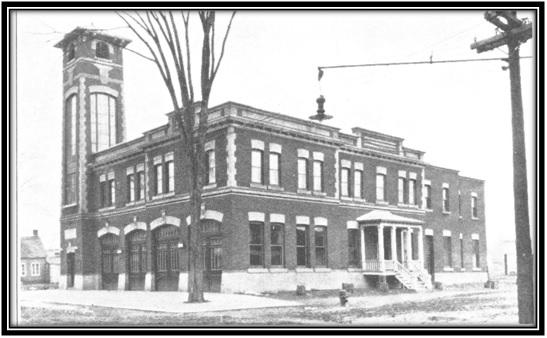 Le poste de pompier et de police construit en 1918. Histoire de Sorel par Couillard Desprès Bibliothèque de Sorel